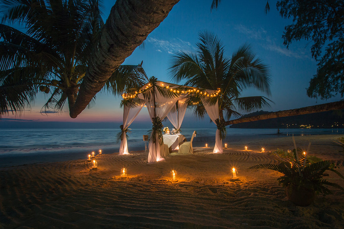 Romantic-Beach-Honeymoon
